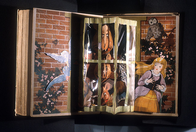 Cinderella and three bears,  Image number:SIL94-008