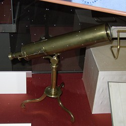 Gregorian reflecting telescope