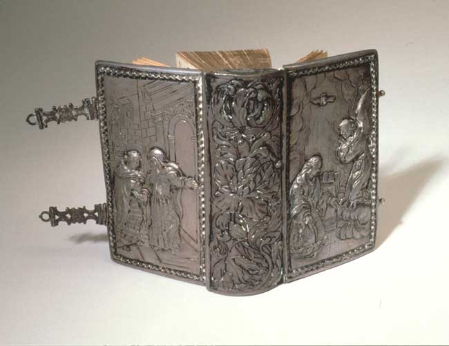 Binding: Silver, with embossing depicting Annunciation on upper cover; clasps and stencil decorated endpapers.,  Image number:4-13-vonCochem